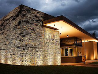 AGUIRRE+VAZQUEZ Rustic style house Stone