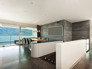 Rénovation d'une maison d'architecte face au lac Deco-Daix Salle à manger moderne Granite Gris