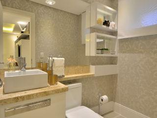 lavabo Graça Brenner Arquitetura e Interiores Banheiros clássicos MDF Branco