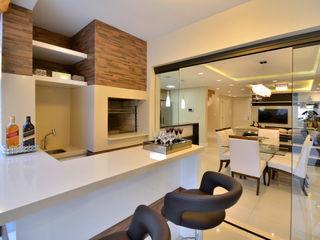 ESPAÇO GOURMET Graça Brenner Arquitetura e Interiores Cozinhas rústicas Cerâmica Efeito de madeira