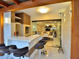 ESPAÇO GOURMET Graça Brenner Arquitetura e Interiores Banheiros rústicos Cerâmica Efeito de madeira