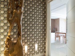 Johnny Thomsen Arquitetura e Design Pasillos, vestíbulos y escaleras de estilo ecléctico Mármol Ámbar/Dorado