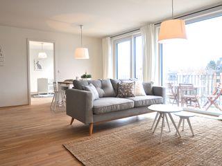 Musterwohnung 'Ton in Ton' Karin Armbrust - Home Staging Skandinavische Wohnzimmer