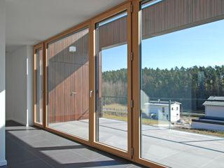 Doppelhaus Ziegelleite Fichtner Gruber Architekten Moderner Balkon, Veranda & Terrasse