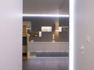t design Pasillos, vestíbulos y escaleras modernos Concreto Gris