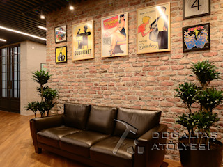 Doğaltaş Atölyesi Offices & stores Bricks Wood effect
