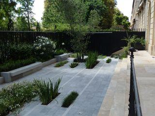 Rainures végétales Anthemis Bureau d'Etude Paysage Balcon, Veranda & Terrasse modernes