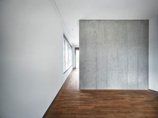 CAF . Neubau Mehrfamilienhaus . Cham . ZG idA buehrer wuest architekten sia ag Moderne Wände & Böden Beton