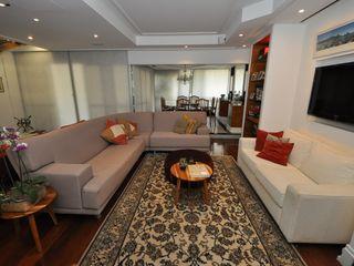 Emmilia Cardoso Designers Associados Classic style living room