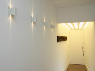 Emmilia Cardoso Designers Associados Modern corridor, hallway & stairs