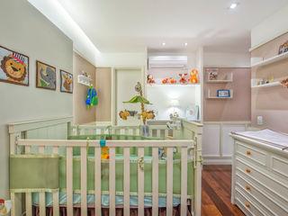 Emmilia Cardoso Designers Associados Modern nursery/kids room