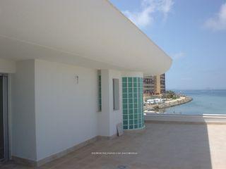 DYOV STUDIO Arquitectura, Concepto Passivhaus Mediterraneo 653 77 38 06 Balcones y terrazas de estilo mediterráneo