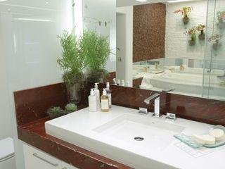 Emmilia Cardoso Designers Associados Classic style bathroom