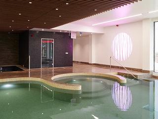 Royal Arthur Park Aqua Platinum Projects Piscinas de estilo clásico