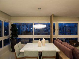 Cintia Sauner Arquitetura e interiores Dining roomTables