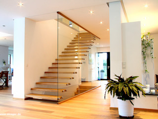 STREGER Massivholztreppen GmbH Modern Corridor, Hallway and Staircase Solid Wood