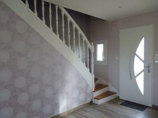 Ré-aménagement des espaces dans maison plein pied L'Armoire aux Patines Couloir, entrée, escaliers modernes Bois Blanc
