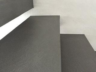 Treppenstufen beidseitig mit Microbeton beschichtet Farbpunkt Sobert & Ierardi GbR Moderne Wände & Böden Beton Grau