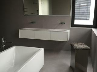 Bad im Betonlook Farbpunkt Sobert & Ierardi GbR Moderne Badezimmer Beton Grau