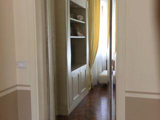 bilune studio Classic style corridor, hallway and stairs Glass Metallic/Silver