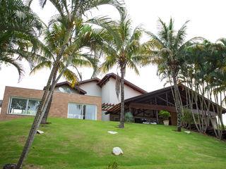 Cabral Arquitetura Ltda. Case in stile tropicale Laterizio