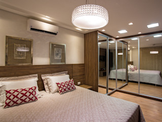 Cabral Arquitetura Ltda. Tropical style bedroom Wood
