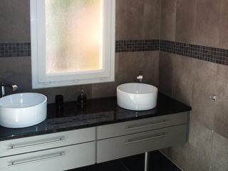 Maison contemporaine Atelier JP Bouvee Salle de bain moderne