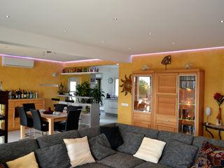 Interior Remodellings / Renovation RenoBuild Algarve 모던스타일 거실