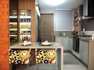 Marina Turnes Arquitetura & Interiores Modern kitchen