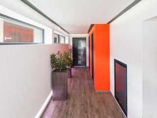 Helwig Haus und Raum Planungs GmbH الممر الحديث، المدخل و الدرج