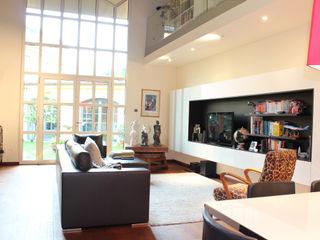 STUDIO ARCHIFIRENZE Ruang Keluarga Modern