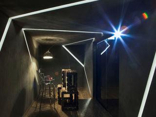 AD ARQUITETURA E DESIGN Ingresso, Corridoio & Scale in stile moderno Argento / Oro Grigio