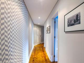 Espaço Mínimo Pasillos, halls y escaleras escandinavos