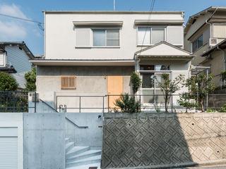 coil松村一輝建設計事務所 Casas de estilo ecléctico