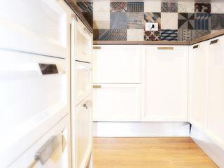 CASA DL Nau Architetti Cucina moderna Legno Bianco