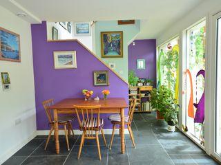 Porthcothan Responsive Home Innes Architects モダンデザインの ダイニング