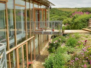 Porthcothan Responsive Home Innes Architects モダンな庭