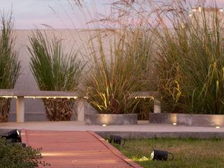 Estudio de iluminación Giuliana Nieva Modern balcony, veranda & terrace