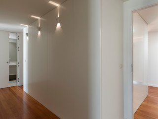 ABPROJECTOS Corredores, halls e escadas modernos