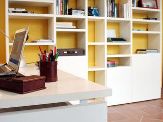 Studio OGARREDO Studio moderno Bianco