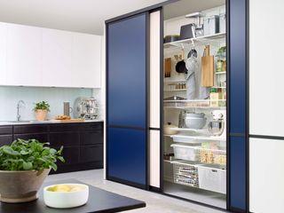 Elfa Deutschland GmbH Cocinas modernas: Ideas, imágenes y decoración Tablero DM Azul