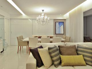 Argollo & Martins   Arquitetos Associados Minimalist dining room White