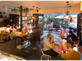 Reforma Reposteria Como Pez en el Agua interior137 arquitectos Locales gastronómicos