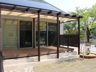 株式会社 砂土居造園/SUNADOI LANDSCAPE Asian style garden Wood Brown