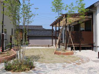 株式会社 砂土居造園/SUNADOI LANDSCAPE Asian style garden Wood Green