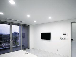 엔디하임 - ndhaim Dormitorios de estilo moderno Gris
