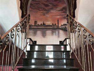 Villa Medici - Landhauskuechen aus Aschheim 經典風格的走廊,走廊和樓梯 花崗岩 Black
