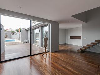 ARKHY PHOTO Pasillos, vestíbulos y escaleras de estilo moderno