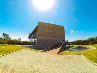 ESPAÇO DE VENDAS SAINT MICHEL LM Arquitetura | Conceito Casas rústicas