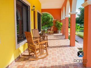 PORTO Arquitectura + Diseño de Interiores Balkon, Beranda & Teras Gaya Kolonial